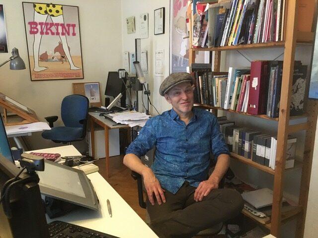 Lasse Persson i sitt arbetsrum