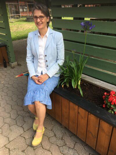 Anna-Karin Wickström på en av gårdarna